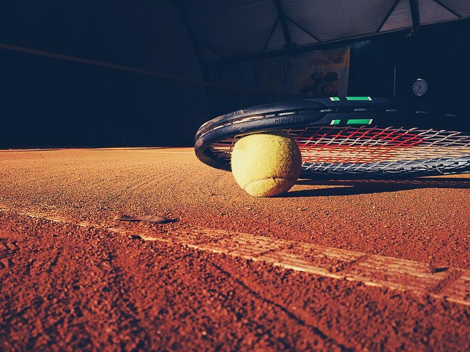 Tennis racquet and tennis ball